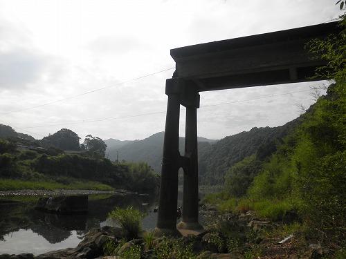半壊した沈下橋.jpg