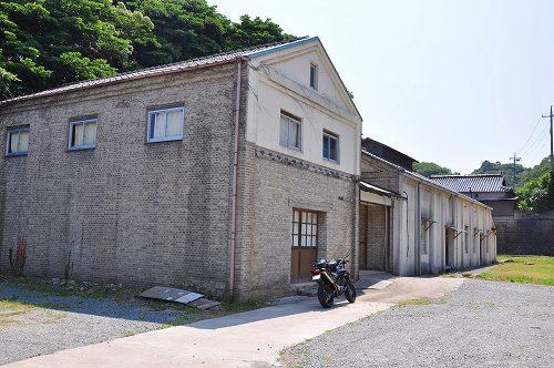 廃墟な倉庫.jpg