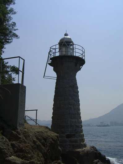 金ノ弦岬(かねのつるみさき)灯台.jpg